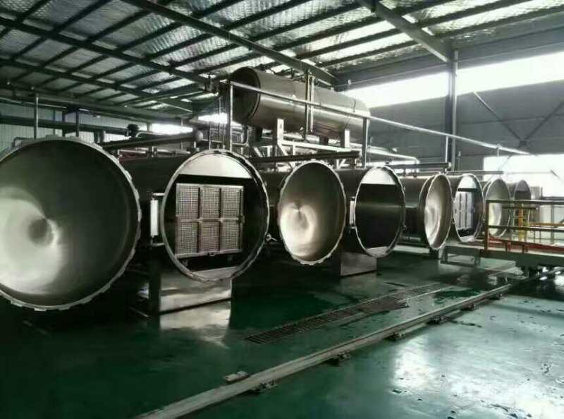 1.产品概述 杀菌锅由锅体、锅盖、开启装置、锁紧楔块、安全联锁装置、轨道、灭菌筐、蒸汽喷管及若干管口等组成。锅盖密封采用充气式硅橡胶耐温密封圈,密封可靠,使用寿命长。具有受热面积大,热效率高、加热均匀、液料沸腾时间短、加热温度容易控制等特点。杀菌锅主要用于食品行业、医药等各个领域!