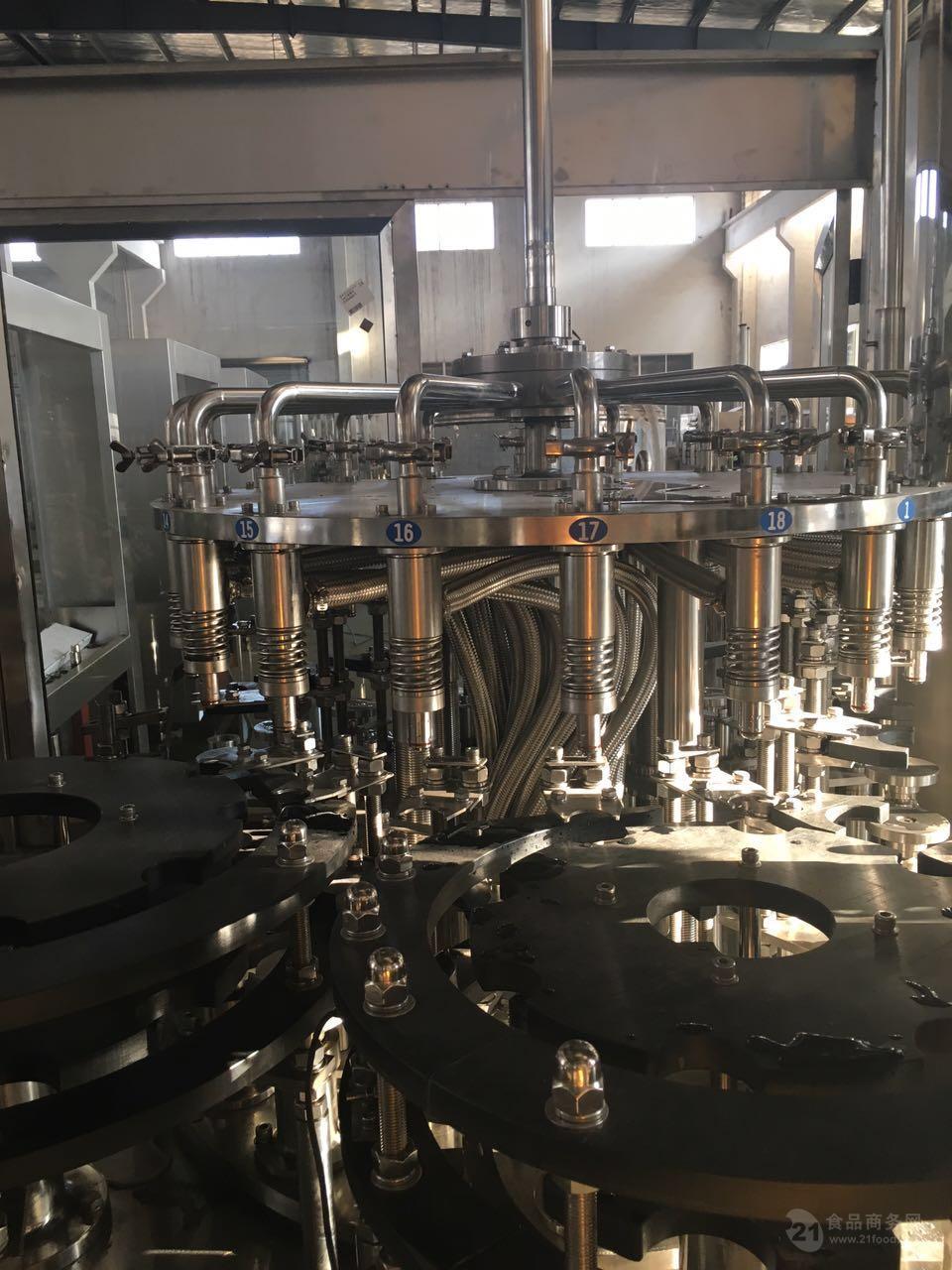 全自动果汁饮料三合一灌装机生产线