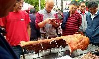 烤全猪,烤全羊,特色烧烤,受大众吹捧的好餐饮!