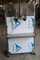 2头半自动白酒灌装机磁力泵酒水灌装机